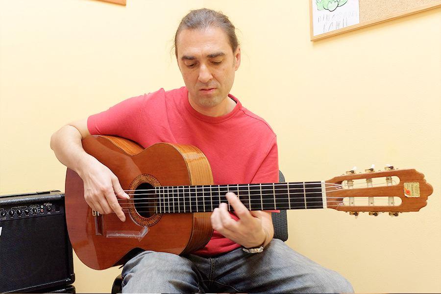 Profesorado LEstudi Escuela de musica de Tarragona Georgi-Olshanetsky---guitarra