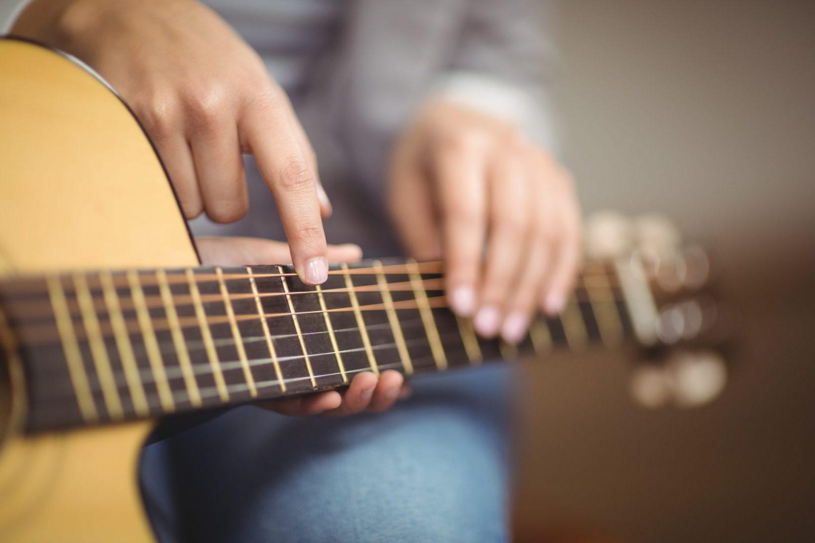 aprende a tocar guitarra en Tarragona